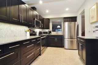 "Photo 9: 22 1141 EAGLERIDGE Drive in Coquitlam: Eagle Ridge CQ Townhouse for sale in ""EAGLERIDGE VILLAS"" : MLS®# R2213891"