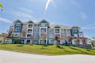 Photo 2: 411 16398 64 Avenue in Cloverdale: Condo  : MLS®# R2184592