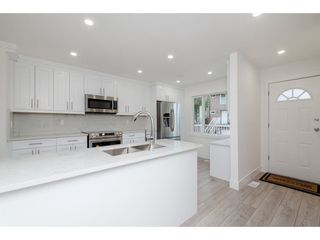 """Photo 2: 595 CARLSEN Place in Port Moody: North Shore Pt Moody Townhouse for sale in """"EAGLE POINTE"""" : MLS®# R2227952"""
