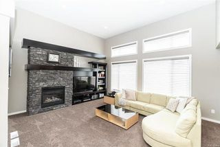 Photo 3: 76 BLUMM Crescent in Winnipeg: Canterbury Park Residential for sale (3M)  : MLS®# 1817459