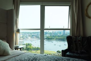 """Photo 10: 2006 1323 HOMER Street in Vancouver: Yaletown Condo for sale in """"Pacific Point"""" (Vancouver West)  : MLS®# R2293683"""