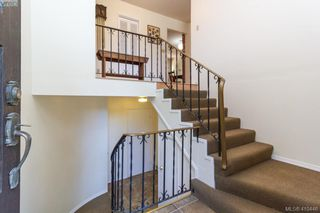Photo 3: 618 Goldie Avenue in VICTORIA: La Thetis Heights Single Family Detached for sale (Langford)  : MLS®# 410446