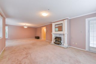 "Photo 5: 111 1150 54A Street in Delta: Tsawwassen Central Condo for sale in ""THE LEXINGTON"" (Tsawwassen)  : MLS®# R2375130"