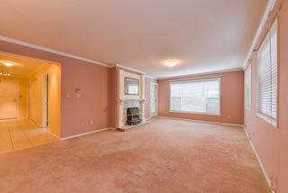 "Photo 3: 111 1150 54A Street in Delta: Tsawwassen Central Condo for sale in ""THE LEXINGTON"" (Tsawwassen)  : MLS®# R2375130"