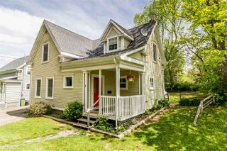Photo 1: 11 ORCHARD Avenue in Wolfville: 404-Kings County Residential for sale (Annapolis Valley)  : MLS®# 202009295