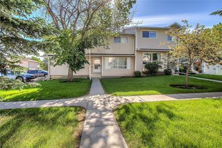 Photo 1: 145 WOODSMAN Lane SW in Calgary: Woodbine Row/Townhouse for sale : MLS®# C4303483