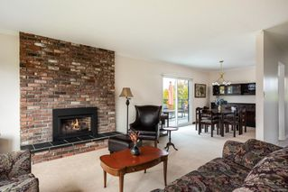 Photo 4: 7609 Blossom Park Pl in : CS Saanichton House for sale (Central Saanich)  : MLS®# 858076
