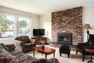 Photo 2: 7609 Blossom Park Pl in : CS Saanichton House for sale (Central Saanich)  : MLS®# 858076