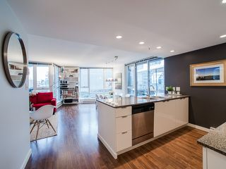 """Photo 2: 318 788 HAMILTON Street in Vancouver: Downtown VW Condo for sale in """"TV TOWER 1"""" (Vancouver West)  : MLS®# R2024487"""