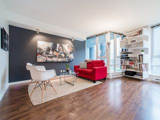 """Photo 7: 318 788 HAMILTON Street in Vancouver: Downtown VW Condo for sale in """"TV TOWER 1"""" (Vancouver West)  : MLS®# R2024487"""