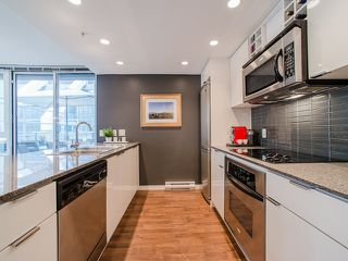"""Photo 3: 318 788 HAMILTON Street in Vancouver: Downtown VW Condo for sale in """"TV TOWER 1"""" (Vancouver West)  : MLS®# R2024487"""
