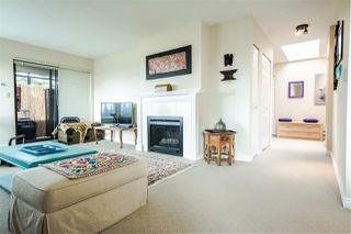 Photo 6: 301 1467 MARTIN Street: White Rock Condo for sale (South Surrey White Rock)  : MLS®# R2047854