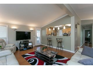 Photo 4: 93 2315 198 Street in Langley: Brookswood Langley Manufactured Home for sale : MLS®# R2102906