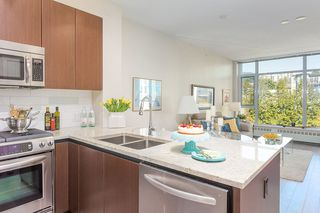"Main Photo: 512 135 W 2ND Street in North Vancouver: Lower Lonsdale Condo for sale in ""CAPSTONE"" : MLS®# R2212509"