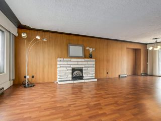 Photo 2: 7038 ELMHURST Drive in Vancouver: Fraserview VE House for sale (Vancouver East)  : MLS®# R2259485