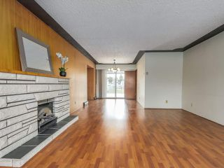 Photo 4: 7038 ELMHURST Drive in Vancouver: Fraserview VE House for sale (Vancouver East)  : MLS®# R2259485