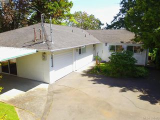 Photo 11: 8643 Lochside Dr in NORTH SAANICH: NS Bazan Bay Single Family Detached for sale (North Saanich)  : MLS®# 786921