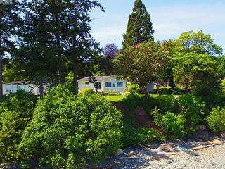 Photo 2: 8643 Lochside Dr in NORTH SAANICH: NS Bazan Bay Single Family Detached for sale (North Saanich)  : MLS®# 786921