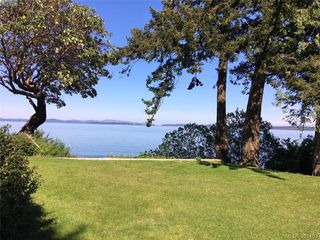 Photo 1: 8643 Lochside Drive in NORTH SAANICH: NS Bazan Bay Single Family Detached for sale (North Saanich)  : MLS®# 391483