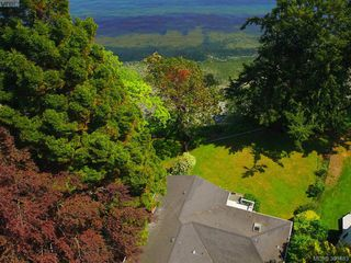 Photo 5: 8643 Lochside Drive in NORTH SAANICH: NS Bazan Bay Single Family Detached for sale (North Saanich)  : MLS®# 391483