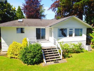 Photo 10: 8643 Lochside Dr in NORTH SAANICH: NS Bazan Bay Single Family Detached for sale (North Saanich)  : MLS®# 786921
