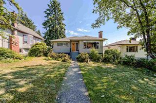 Main Photo: 453 E 11TH Street in North Vancouver: Central Lonsdale House for sale : MLS®# R2283438