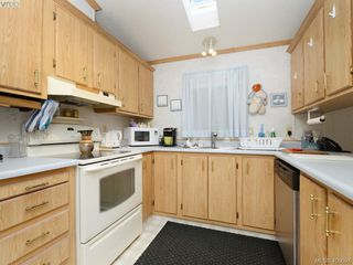 Photo 8: 21 1581 Middle Road in VICTORIA: VR Glentana Manu Single-Wide for sale (View Royal)  : MLS®# 400691