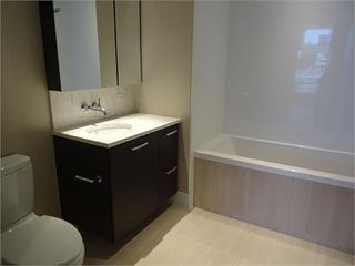 Photo 4: 502 150 W 15TH Street in North Vancouver: Central Lonsdale Condo for sale : MLS®# R2320881