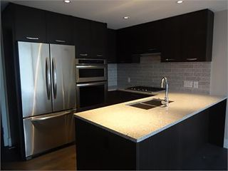 Photo 3: 502 150 W 15TH Street in North Vancouver: Central Lonsdale Condo for sale : MLS®# R2320881