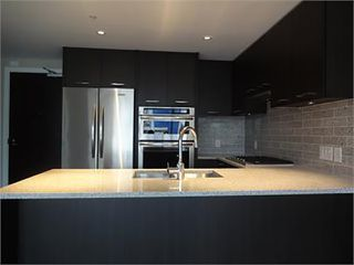 Photo 2: 502 150 W 15TH Street in North Vancouver: Central Lonsdale Condo for sale : MLS®# R2320881