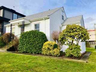 Photo 1: 2475 E 2ND Avenue in Vancouver: Renfrew VE House for sale (Vancouver East)  : MLS®# R2328625