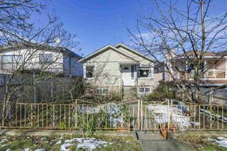 Photo 1: 2011 VENABLES Street in Vancouver: Hastings House for sale (Vancouver East)  : MLS®# R2342560