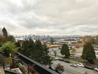 "Photo 2: 724 774 GREAT NORTHERN Way in Vancouver: Mount Pleasant VE Condo for sale in ""PACIFIC TERRACES"" (Vancouver East)  : MLS®# R2352100"