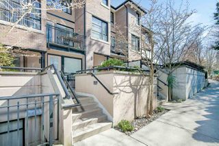 """Photo 3: 25 1863 WESBROOK Mall in Vancouver: University VW Townhouse for sale in """"ESSE"""" (Vancouver West)  : MLS®# R2354071"""