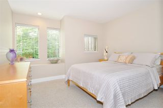 """Photo 15: 4 5239 OAKMOUNT Crescent in Burnaby: Oaklands Townhouse for sale in """"DEER LAKE ESTATES in The Oaklands"""" (Burnaby South)  : MLS®# R2387606"""