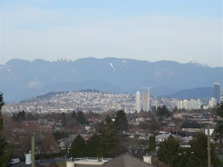 """Photo 9: 1304 E 36TH Avenue in Vancouver: Knight House for sale in """"KENSINGTON"""" (Vancouver East)  : MLS®# R2389998"""