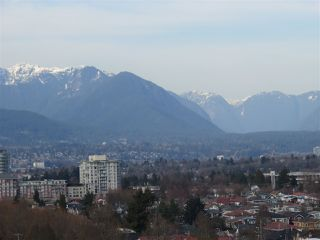 """Photo 7: 1304 E 36TH Avenue in Vancouver: Knight House for sale in """"KENSINGTON"""" (Vancouver East)  : MLS®# R2389998"""