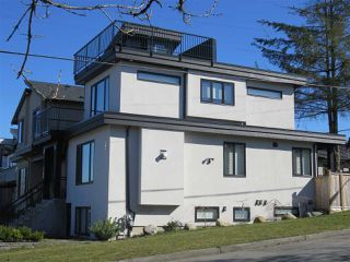 """Photo 3: 1304 E 36TH Avenue in Vancouver: Knight House for sale in """"KENSINGTON"""" (Vancouver East)  : MLS®# R2389998"""