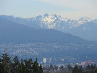 """Photo 5: 1304 E 36TH Avenue in Vancouver: Knight House for sale in """"KENSINGTON"""" (Vancouver East)  : MLS®# R2389998"""