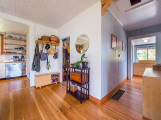 Photo 4: 633 BEACH Avenue in Gibsons: Gibsons & Area House for sale (Sunshine Coast)  : MLS®# R2419076
