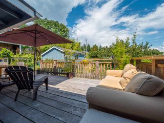 Photo 16: 633 BEACH Avenue in Gibsons: Gibsons & Area House for sale (Sunshine Coast)  : MLS®# R2419076