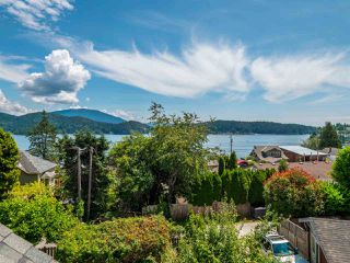 Photo 10: 633 BEACH Avenue in Gibsons: Gibsons & Area House for sale (Sunshine Coast)  : MLS®# R2419076