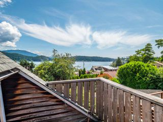 Photo 9: 633 BEACH Avenue in Gibsons: Gibsons & Area House for sale (Sunshine Coast)  : MLS®# R2419076