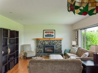 Photo 15: 4229 GLENHAVEN Crescent in North Vancouver: Dollarton House for sale : MLS®# R2465673