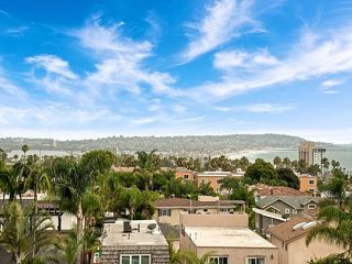 Photo 3: LA JOLLA House for sale : 3 bedrooms : 883 Candlelight Place