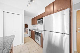 "Photo 6: 805 1199 SEYMOUR Street in Vancouver: Downtown VW Condo for sale in ""BRAVA"" (Vancouver West)  : MLS®# R2490228"