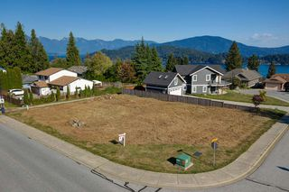 """Photo 1: Lot 2 SPYGLASS Place in Gibsons: Gibsons & Area Land for sale in """"MARINERS LOOKOUT"""" (Sunshine Coast)  : MLS®# R2515896"""