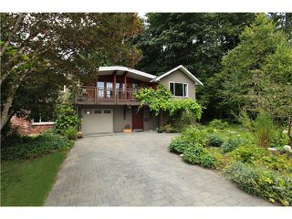 Photo 1: 2550 SECHELT Drive in North Vancouver: Blueridge NV House for sale : MLS®# V965349