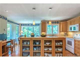 Photo 8: 10 Beach Dr in VICTORIA: OB South Oak Bay Single Family Detached for sale (Oak Bay)  : MLS®# 708817