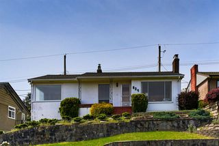 """Photo 1: 824 SURREY Street in New Westminster: The Heights NW House for sale in """"THE HEIGHTS"""" : MLS®# R2064909"""